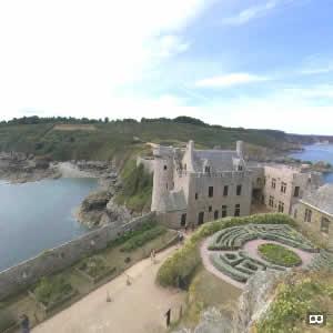 Le doigt de Gargantua aux couleurs de Bretagne au fort La Latte - Bretagne 22240 - couleursdebretagne.fr